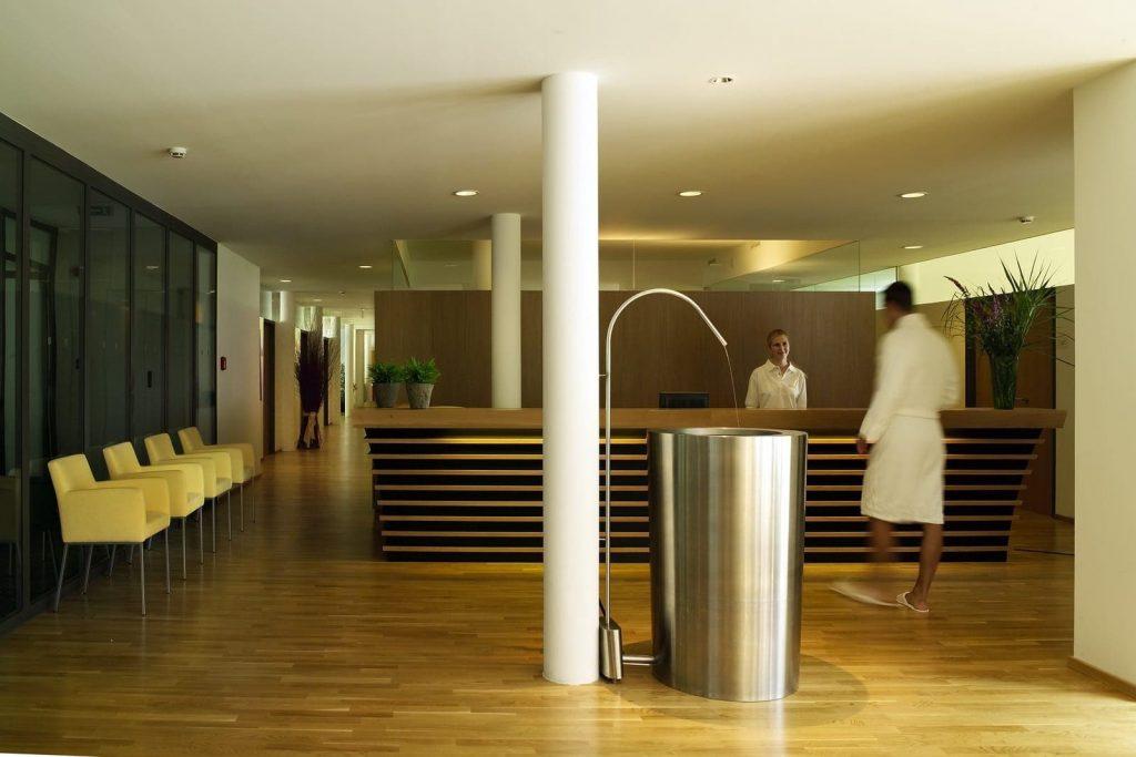 Gesundhotel-Bad-Reuthe-Massage_Empfang0192